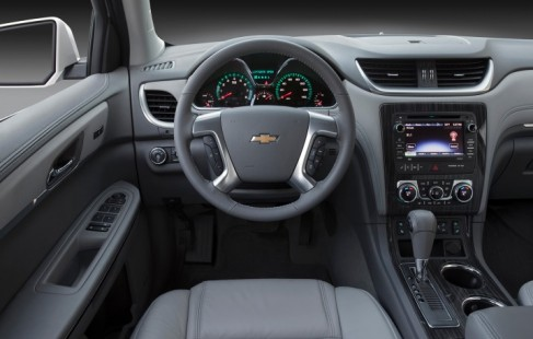 2014_chevrolet_traverse_int_top10_408141_717